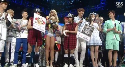 韩国女星CL舞台装尺度大 下衣失踪只穿内裤登台-第3张图片-梦月快巴