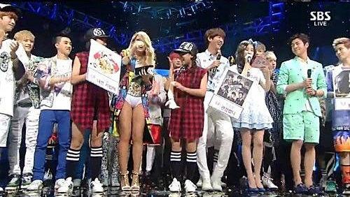 韩国女星CL舞台装尺度大 下衣失踪只穿内裤登台-第7张图片-梦月快巴