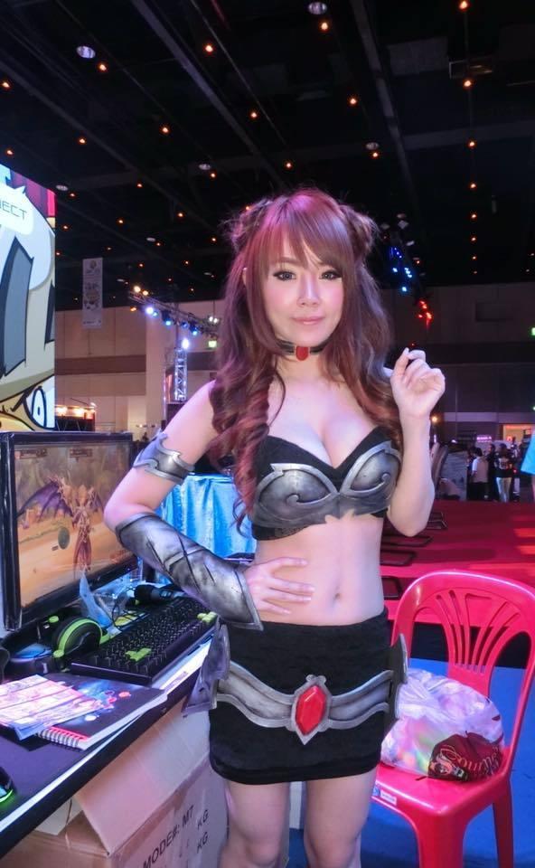 衣服都快崩开了!泰国最胸女主播大尺度直播-第5张图片-梦月快巴