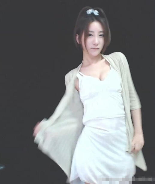游戏女主播微博晒自拍尺度惊人 秀爆乳蜜臀-第10张图片-梦月快巴